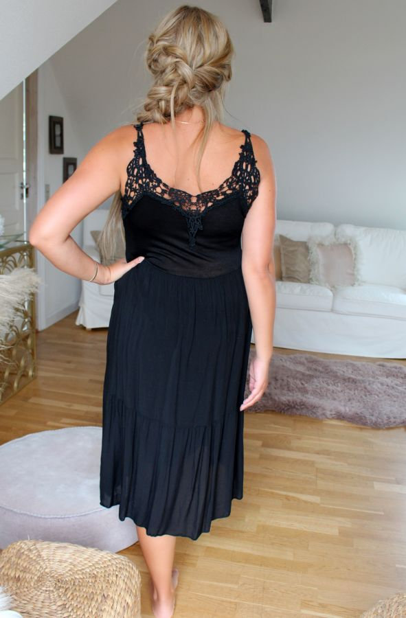 Frigg - Løs kjole - Sort
