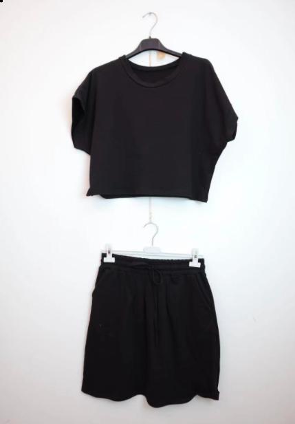 Manon sæt med t-shirt og nederdel sort kvinde